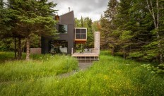 Family retreat in Minnesota by Salmela Architect