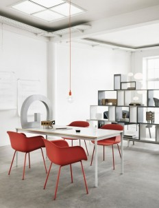 Inspiration - Dusty red can add warmth to a minimalistic background - Muuto