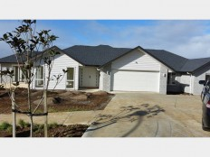 Brand new 5 bedroom large home with stunning views - Realestate.co.nz