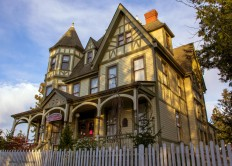 Gaches Mansion (LaConner Quilt & Textile Museum) -... - Victorian Houses
