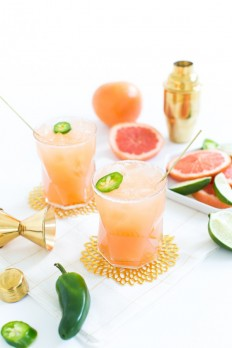Spicy Paloma Cocktail Recipe | theglitterguide.com