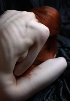 rote Haare und weiße Kleid on