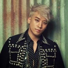 Eye Candy: 23 idols who rocked platinum silver hair | allkpop.com