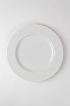 Elegant and affordable tableware from nest. - Nest