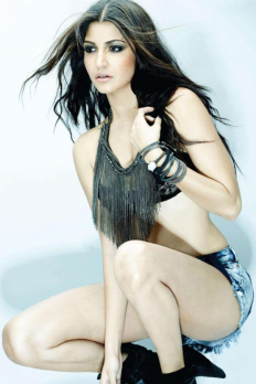 Anushka Sharma Hot Pictures | StyleLava