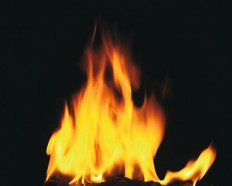 Feuer-201100277670.jpg (JPEG-Grafik, 700×560 Pixel)