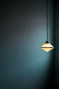 The colour is so full of depth and the play of light mesmerising. I would like to use this colour in my new house, maybe in the hallway.   Pinterest   Kolor, …