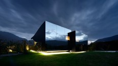 Mirror House in Bolzano - ShockBlast