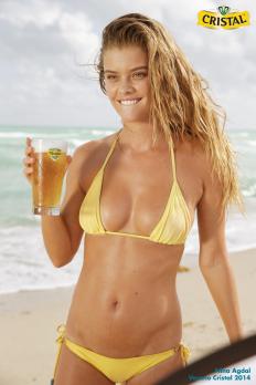 nina-agdal-cerveza-cristal-ads-2014-08.png (PNG-Grafik, 1728×2592 Pixel) - Skaliert (49%)