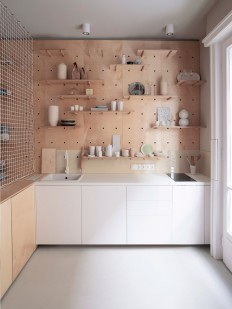 Air-BnP-home_Position-Collective_small-aparment_Budapest_Hungary_plywood_Balazs-Glodi_dezeen_936_3.jpg (936×1248)