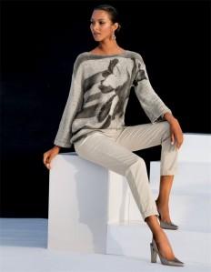 Damenpullover mit Glanzeffekten, U-Boot-Ausschnitt und 3/4-Ärmeln in der Farbe kiesel / graphit - grau - im MADELEINE Mode Onlineshop