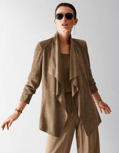 Verschlusslose Damen Wildlederjacke aus Ziegenvelours mit Volantkragen in der Farbe nougat - dunkelbraun - im MADELEINE Mode Onlineshop