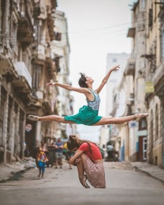 Omar Robles Captures Ballet Dancers on the Streets of Havana