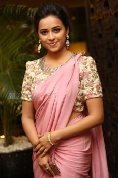 Actress Sri Divya Photo Gallery - Beautiful Sri Divya Pictures 04 - Sri Divya Photos