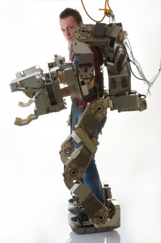 man-robot-the-future-of-robotics-an-iron-man-like-exoskeleton-jpeg-33887.jpg (JPEG-Grafik, 2906 × 4372 Pixel) - Skaliert (29%)