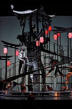 Orlando Paladino était donné au Théatre du Chatelet avec des décors et costumes de Nicolas Buffe #UneSource| Installer | Pinterest