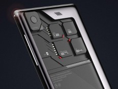 Eco – Mobius Phone | Yanko Design