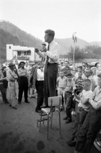 De stijl van JFK tijdens zijn campagne voor presidentschap « Manners.nl