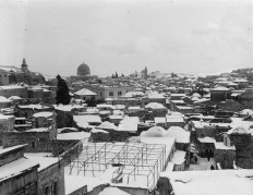 1921: A rare snowstorm in Jerusalem (Retronaut)