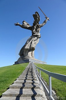 back-monument-motherland-volgograd-22735909.jpg (300×450)