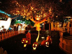 Awesome Ideas Of Creepy Cool Outdoor Halloween Decorations | EntertainmentMesh