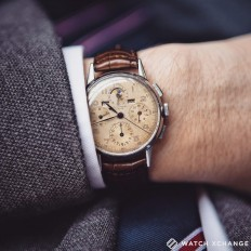 """WATCH XCHANGE auf Instagram: """"Coming Soon ???? // A classic, #vintage, steel Universal Genève #TriCompax Ref.22536 with fantastic #patina on the dial, off for a servicing // Available from January at www.watchxchange.london"""""""