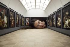 Des têtes dans des galeries d'art - La boite verte