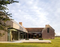 Govaert & Vanhoutte Architects Composed a Breathtaking Facade for the Former Barn House - InteriorZine