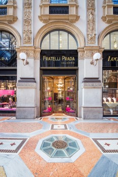 P R A D A § Galleria Vittorio Emanuele II § on Inspirationde