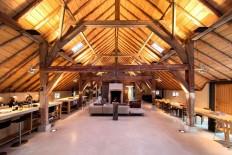 Deze moderne woonboerderij in Weesp komt rechtstreeks uit je dromen - Manners Magazine
