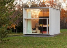 Kodasema creates tiny prefab house that moves with its owners on Inspirationde
