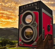 Camera Enthusiast Builds a Coffee Shop Shaped Like an Enormous Rolleiflex Camera   Colossal