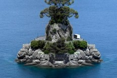 Tiny Islands Made from Mirrored Landscapes