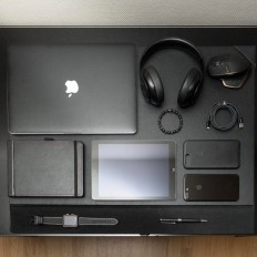 A full desk – Black Collection on Inspirationde