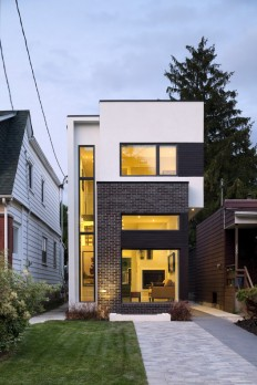 The Linear House / Green Dot Architects on Inspirationde