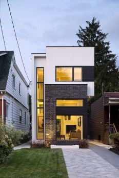 Gallery of The Linear House / Green Dot Architects - 1