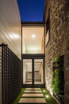 JA House / Filipe Pina + Maria Ines Costa on Inspirationde