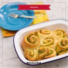 A Perfect Homemade Pesto Rolls