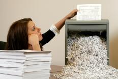 Baza wiedzy - Niszczenie dokumentów ksi?gowych, kadrowych, podatkowych itp. - Ekoakta.pl – Kompleksowa obs?uga dokumentów Twojej firmy