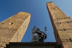Las Torres de Bolonia – ENROUTE