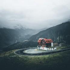 House at furkapass in Switzerland on Inspirationde