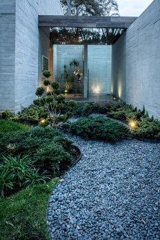 Concrete House Designed by the Mexican Firm Grupo MM, Mexico on Inspirationde