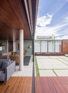 One Level Concrete House Providing Spaces for Leisure and Socializing on Inspirationde