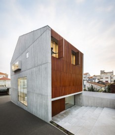 Reconstruction of Family House Originally Built in 70's in Porto, Portugal on Inspirationde