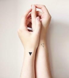 Triangular Energy Play – Minimalist Tattoos on Inspirationde