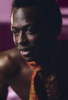 Miles Davis In The Middle —Vinyl Me, Please