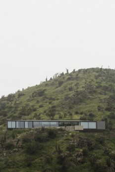 Imposing Chilean GZ House Offering Stunning Panoramic Views of the Chicureo Valley on Inspirationde