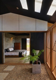 Sunset Retreat Overlooking Inyadda Beach / Peter Stutchbury Architecture on Inspirationde