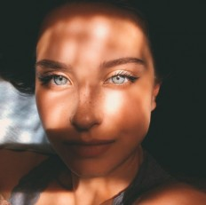 Portraitist — Awesome Self Portrait by Katya Mir?
