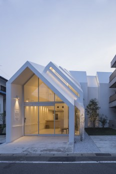 Asahicho Clinic / hkl studio on Inspirationde